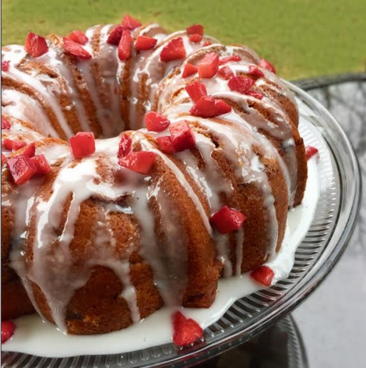 DCL Recipes: Strawberry Vanilla Bundt Cake